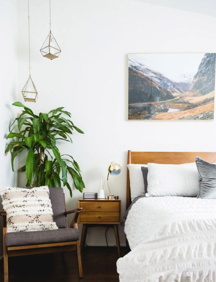Create a MidCentury Modern Bedroom [In 5 Simple Steps]